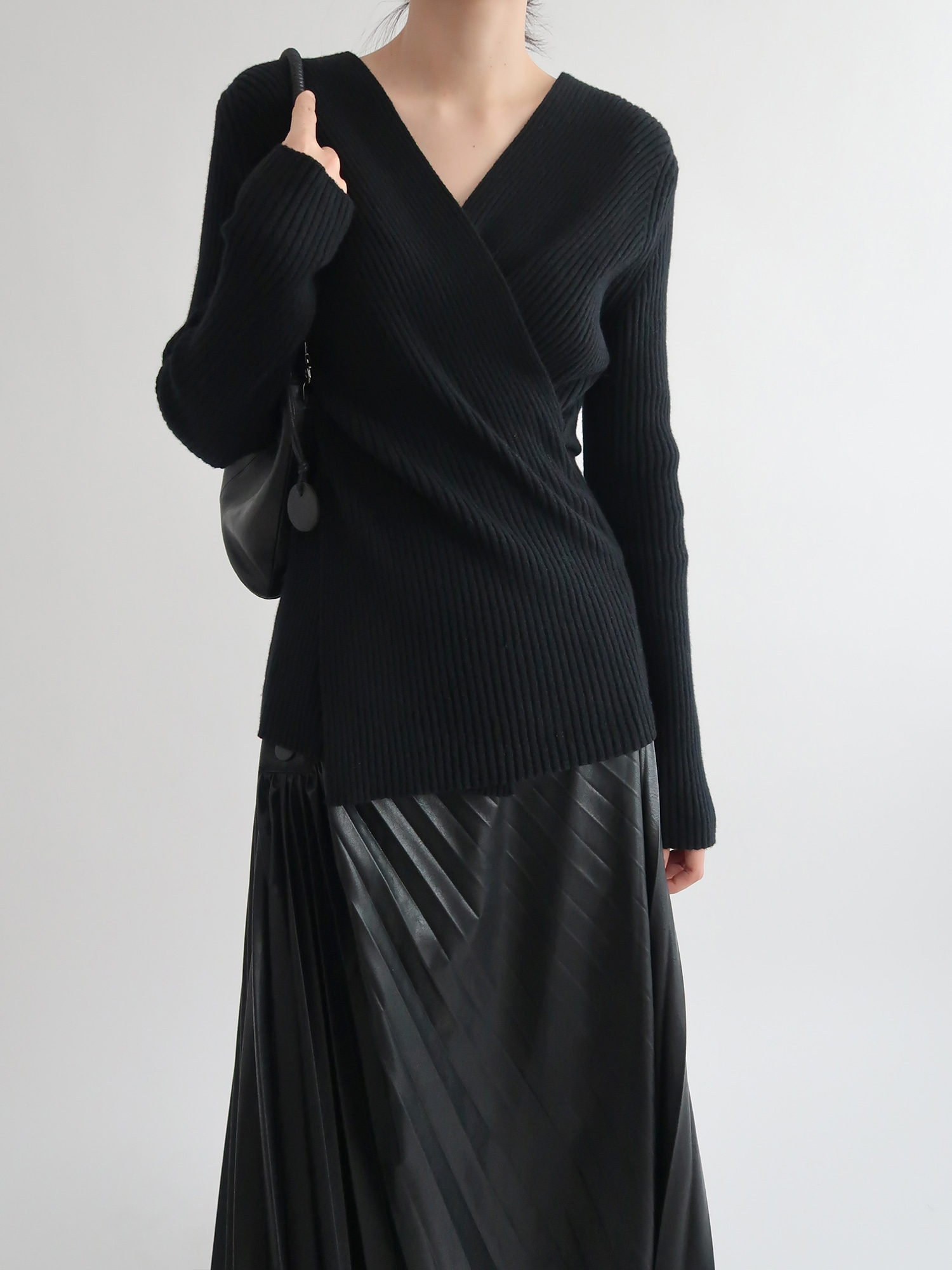 ribbed fine wool sweater (black)