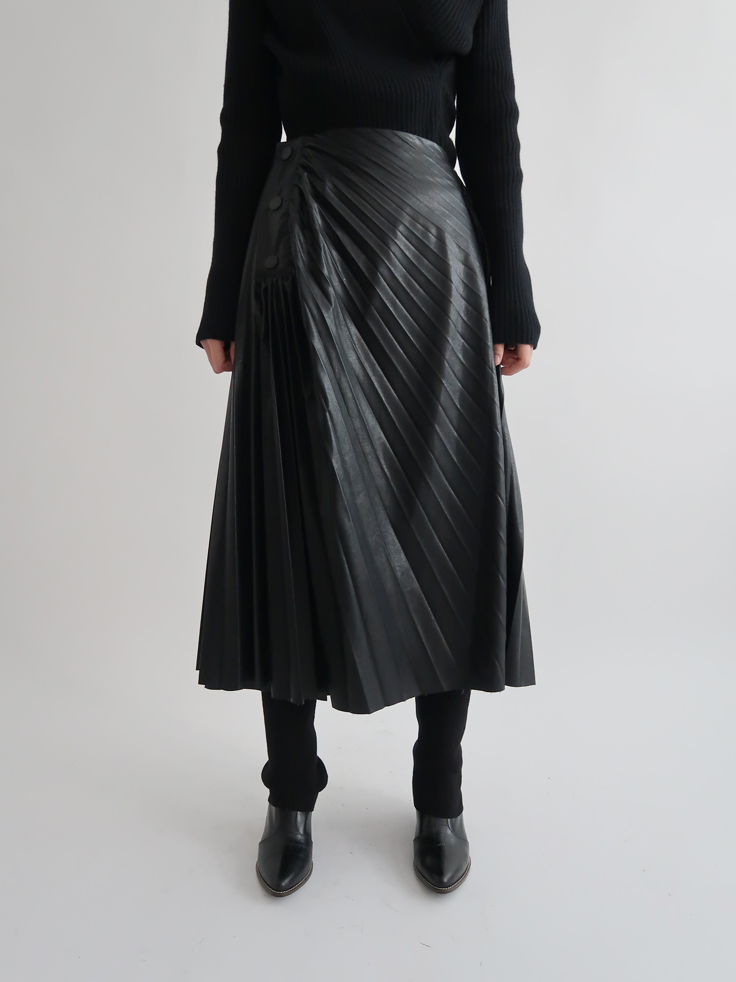 pleated leather skirt (black)