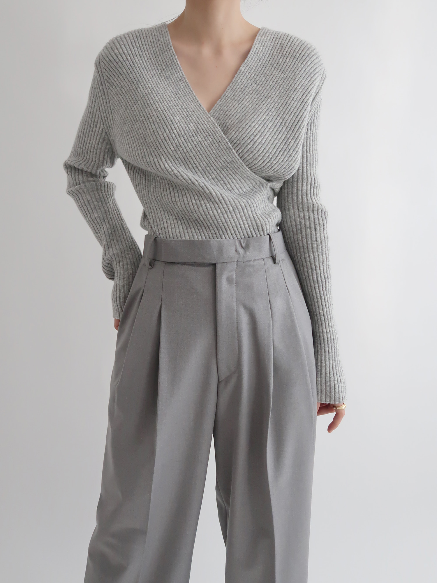 ribbed fine wool sweater (gray)