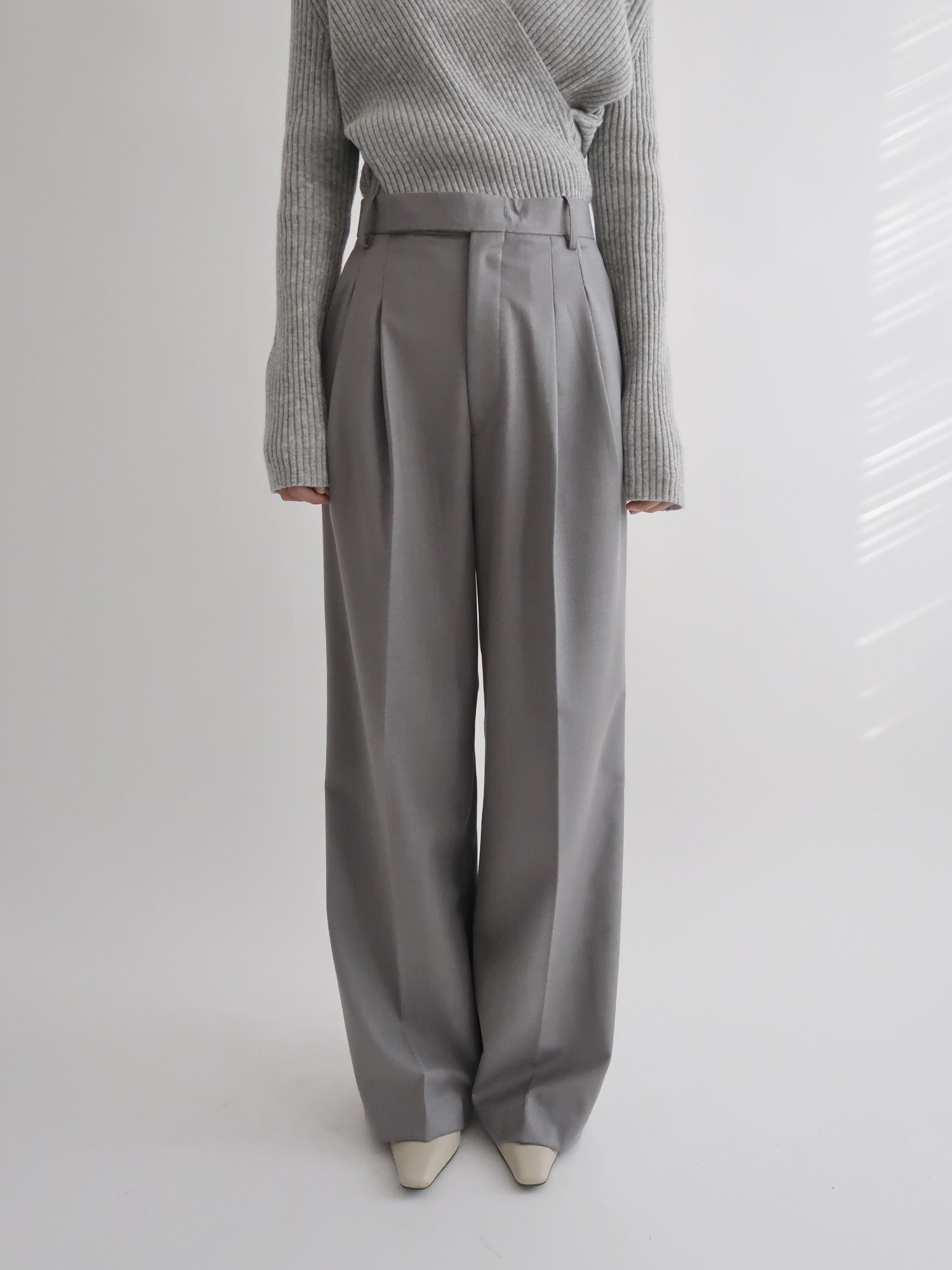 wide-leg trousers (gray)