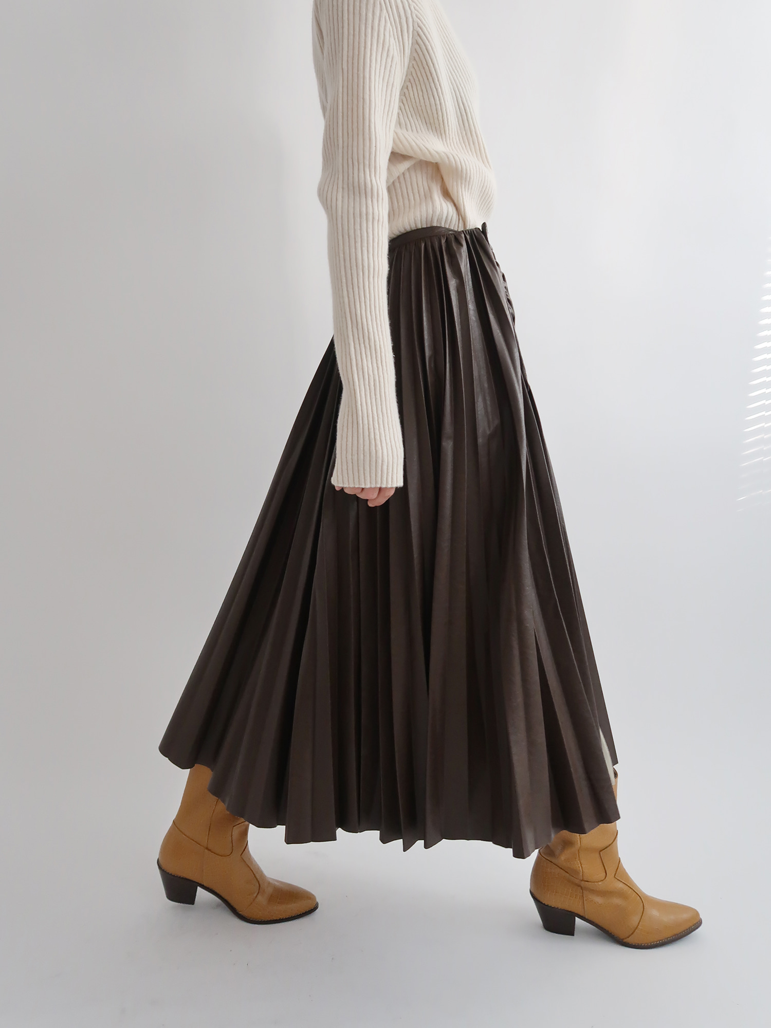 pleated leather skirt (brown)